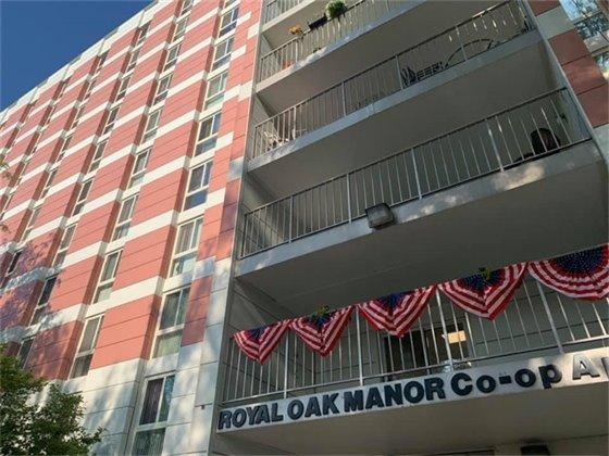 Royal Oak Manor Picture