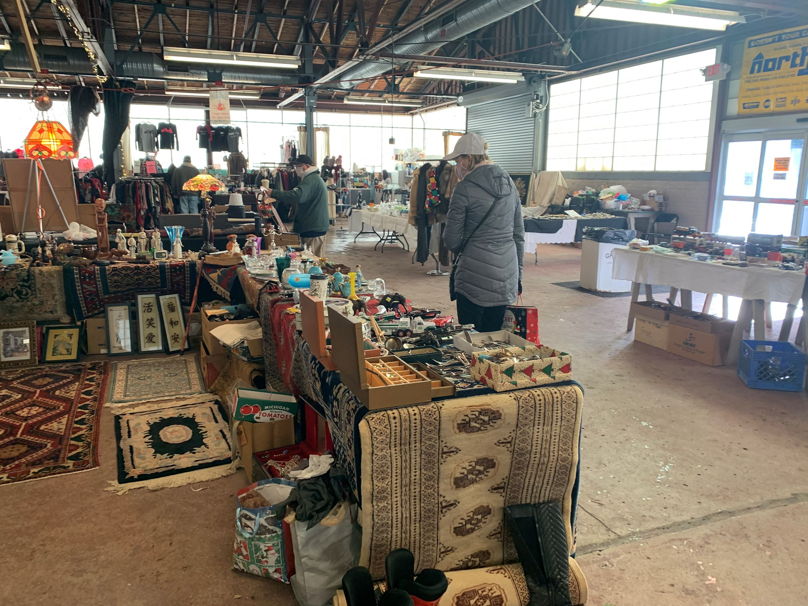 Antiques & Collectibles Market